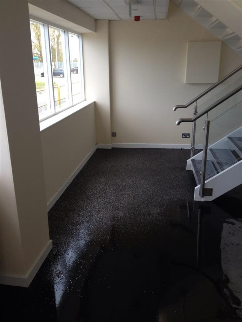 Half-way scatter flooring topped with decorative flake